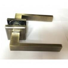 Ручка дверная на квадратной розетке Mongoose 888 (сатин/без защелки)